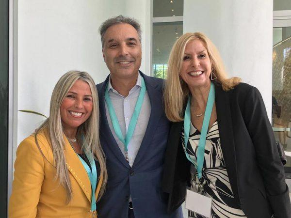 Mike Parra Presidente da DHL e Maritza Castro da DHL